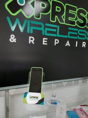 iPhone 5C 16 GB - Factory Unlocked - Excellent Condition - SOMOS TIENDA for Sale in Miami, FL