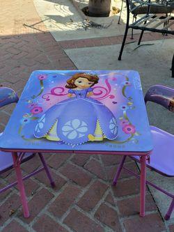 Mesita Para Niña for Sale in Artesia,  CA
