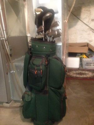 """Taylor made-Altria-Cameron """" Left Handed """" Golf Clubs and Bag. for Sale in Kansas City, MO"""