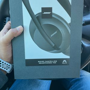Bose niose Cancelling Headphones 700 for Sale in Herndon, VA