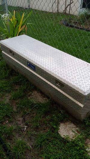 DIAMOND PLATE TOOLBOX for Sale in Tarpon Springs, FL