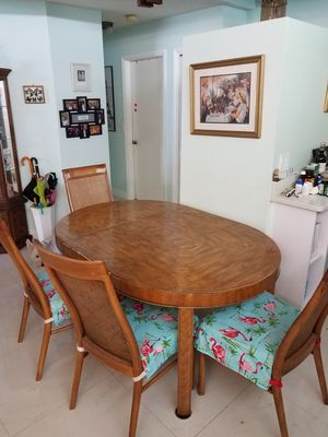 Selling an Antique Drexel Dinning Table for Sale in Pembroke Pines, FL