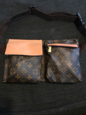 Louis Vuitton Fanny pack for Sale in Cleveland, OH