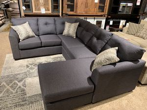 Gray Sectional sofa for Sale in Fort Wayne, IN