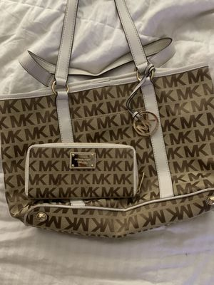 Michael kors purse and matching wallet for Sale in Fort Lauderdale, FL