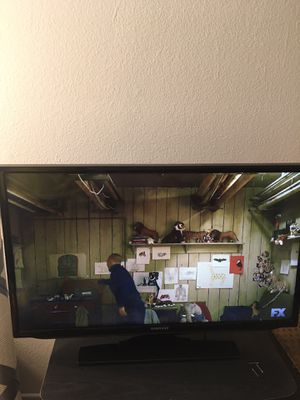 Tv samsung 32 inch with remote works great for Sale in Riverside, CA