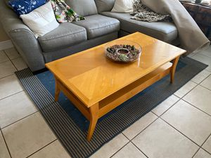 Free Coffee Table Come Now for Sale in Miami, FL