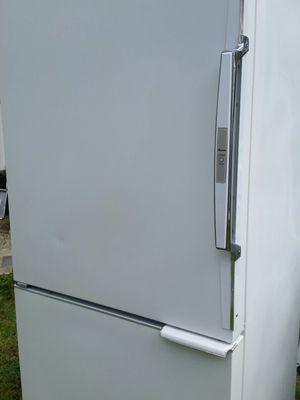 Refrigerator bottom freezer 90 days warranty for Sale in Alexandria, VA