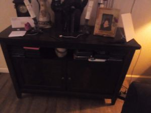 """Tv stand holds a 60""""tv in good condition for Sale in Fresno, CA"""