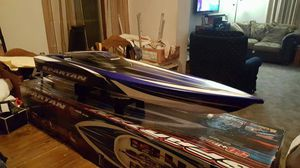 TRAXAS SPARTAN ELECTRIC RC BOAT SUPER FAST for Sale in St. Louis, MO