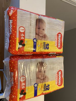 Huggies snug & dry diapers pampers size 1 88 diapers for Sale in Chicago, IL
