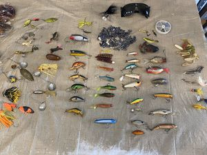 Bass fishing kit. Bass fresh water lures tackle for Sale in Pembroke Pines, FL