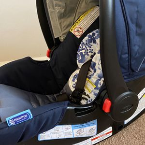 Graco Car seat And Base for Sale in Norcross, GA