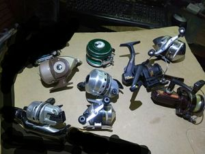 8 FISHING REELS READ DETAILS for Sale in St. Louis, MO
