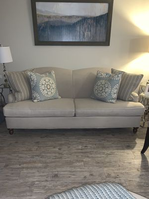 Havertys ivory linen couch for Sale in Atlanta, GA