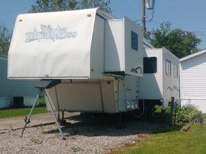 1999 Wilderness GL 30 and a half foot fifth wheel for Sale in Cedar Rapids, IA