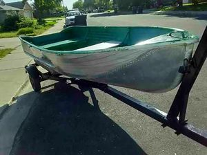12 ft Sears aluminum boat with trailer for Sale in Waterford, CA