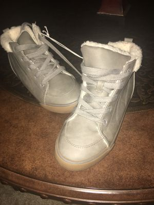 Cat &Jack Girls Size 2 boots for Sale in Ocala, FL