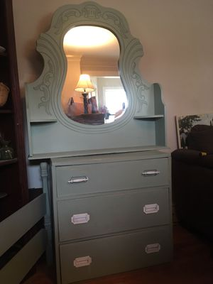 2 dressers, mirror, twin headboard and rails for Sale in Greenville, SC