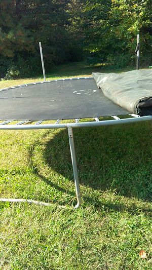 16. Ft trampoline with new mat and net for Sale in Dalton, GA