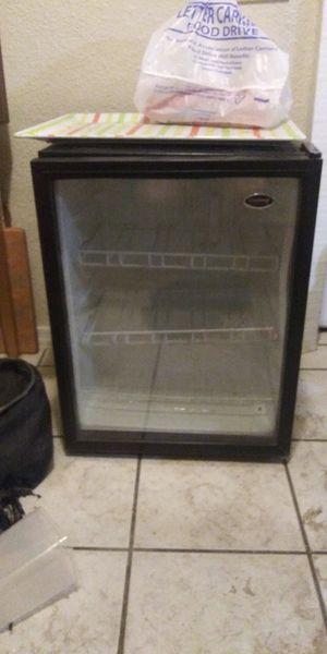 Vinotemp Wine fridge for Sale in Phoenix, AZ
