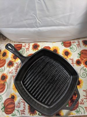Lodge Cast Iron 10.-inch Square Grill Pan for Sale in Williamsport, PA