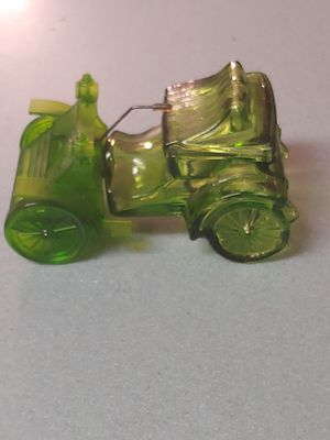 Rare Mint Vintage Collectible Hallmarked Avon green glass cologne bottle shaped like an old antique car for Sale in New Port Richey, FL