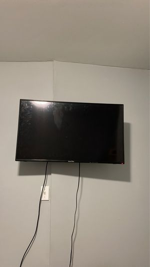 Spectre 40 inch tv with wall mount for Sale in Baltimore, MD
