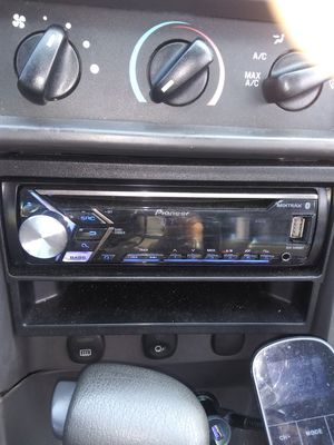 Pioneer Bluetooth CD player USB auxiliary for Sale in Mount Carmel, PA