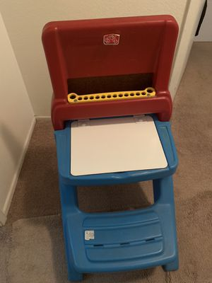 Toddler kids desk $7 for Sale in Corona, CA