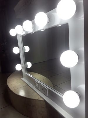 Vanity mirror with electric outlet for Sale in La Puente, CA
