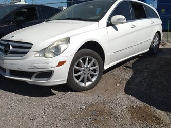 FOR PARTS* 2006 MERCEDEZ BENZ* R500* 5.0* V8* AUTOMATIC* GOOD ENGIE AND TRANSMISSION*ASK WHAT YOU WANT * HABLO ESPAÑOL for Sale in Las Vegas,  NV