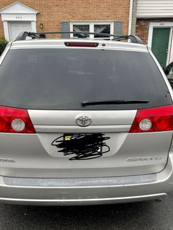 2006 Toyota Sienna Clean Title And Car Fax No Issue in The Car for Sale in Fredericksburg,  VA