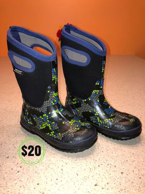 Bogs Kids size 1 Waterproof winter boots for Sale in Londonderry, NH