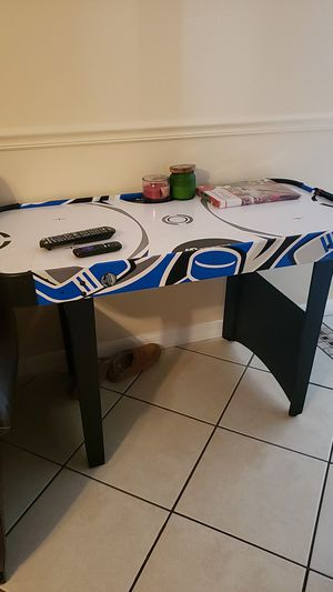 Air hockey table for Sale in Clermont, FL
