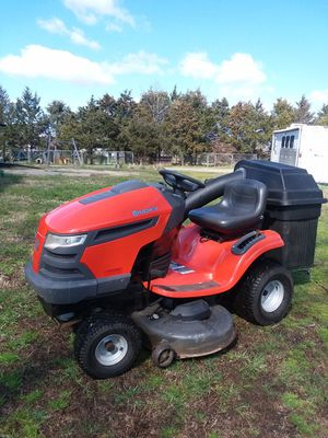 """Husqvarna YTH-2246 mower with bagger system! 22hp V-TWIN B&S eng, 46""""cutt, auto trans, runs an works great! Asking $1000 obo.. for Sale in Sophia, NC"""