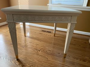 Century Villa Domaine Side table for Sale in Manchester, MO