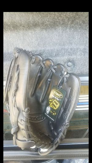 Baseball glove, outfielder, size 13 for Sale in Whittier, CA