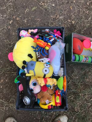 Box of kids various miscellaneous assorted random play toys stuffed animals etc for Sale in Roseville, CA