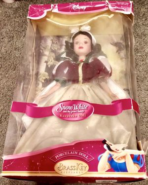 Disney Snow White Brass Key Porcelain Doll 2004 for Sale in Stoughton, MA