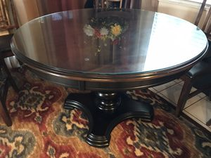 """48"""" diameter round dining table, like new for Sale in Claremont, CA"""