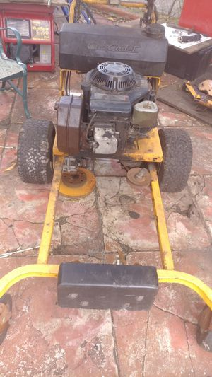 CUB CADAT LAWN TRACTOR for Sale in Fort Lauderdale, FL