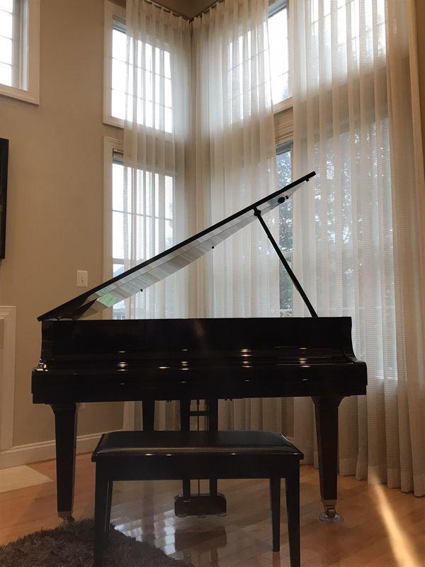 Yahama Baby Grand Piano