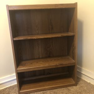 Solid bookcase. Minor scratches on top for Sale in Enfield, CT