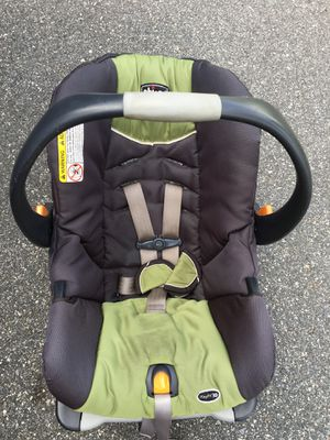 Chicco Infant car seat very nice condition for Sale in Winter Park, FL