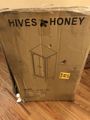 Hives and Honey Cabby Jewelry Armoire White. NOTE: Top Lid has a small blemish at one corner (back side). Valued at $ 292.00 for Sale for sale  Dallas, GA