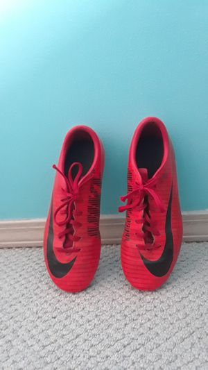 Red Nike Soccer Cleats! Size 5.5 for Sale in Marysville, WA
