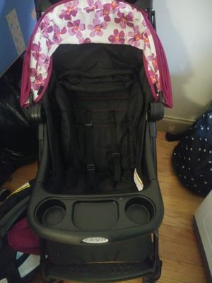 Graco Carseat and stroller set for Sale in Boston, MA