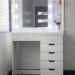 Vanity Set (Desk, mirror, shelve, lightbulbs) for Sale in San Diego, CA