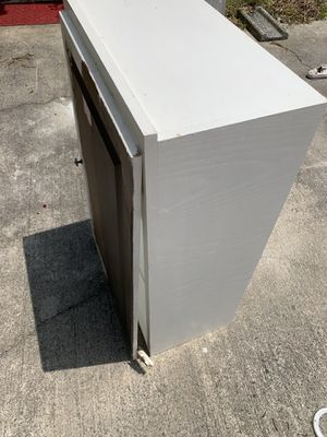"""Large White Wall Cabinet / 24"""" W x 40"""" H / 4 Shelves / with Cabinet Door for Sale in Angier, NC"""